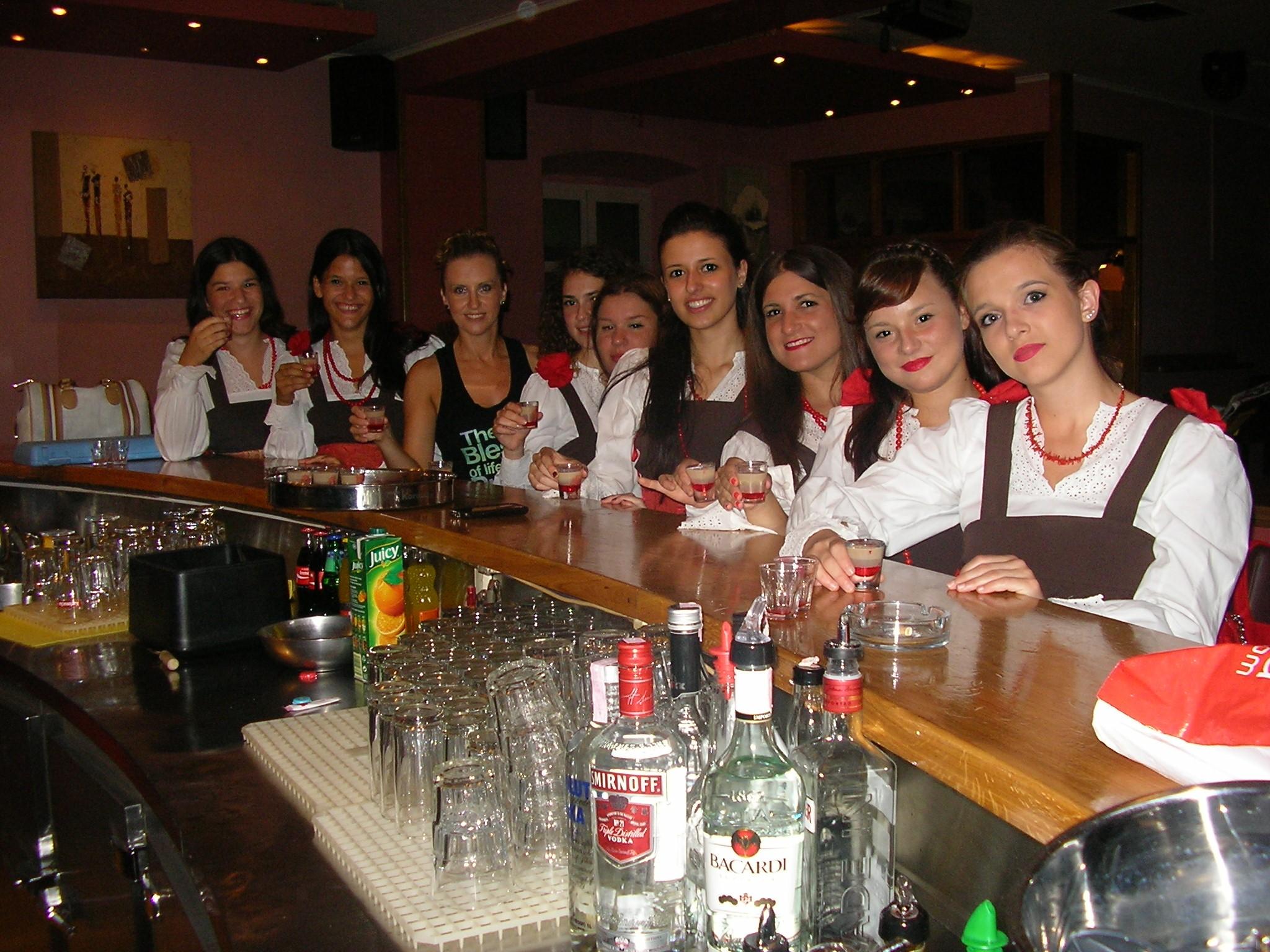Kumpanjija u caffe baru Lido - Balerine