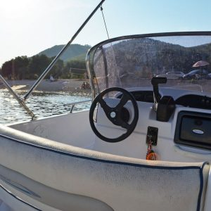 lido-rent-speedboat-marvel-interior-03