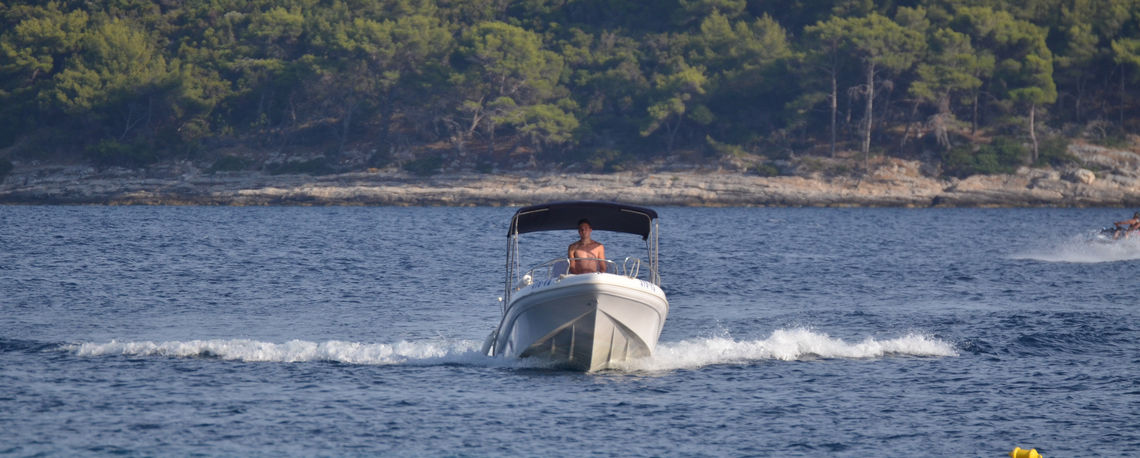 Speed boats for hire